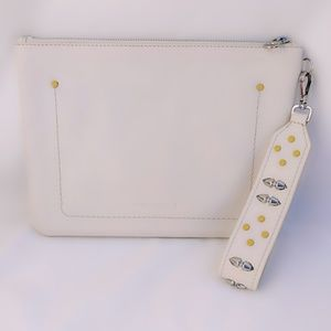 💛Vince Camuto Genuine Leather Wristlet